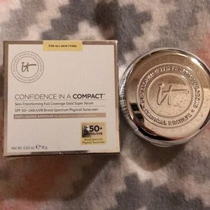 "It Cosmetics Confidence in a compact ""Fair"""